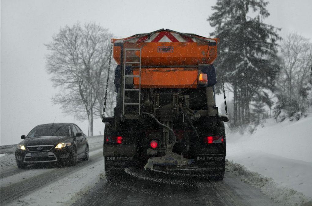 Plow Salting Road
